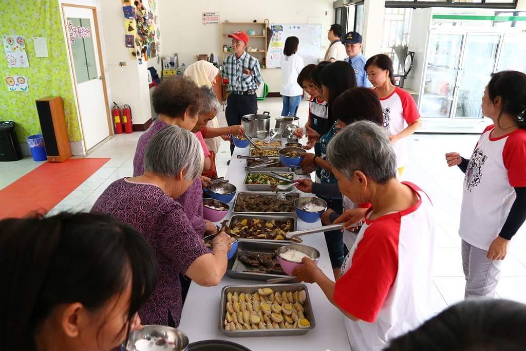 樂齡午餐的慈善經濟學